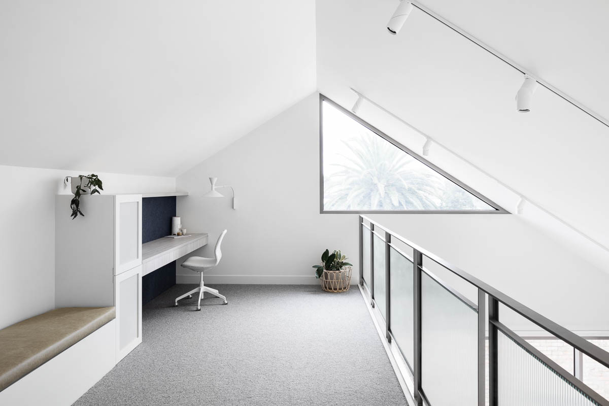 Bayview House | A perfect blend of natural light combined with task lighting | Image Dylan James
